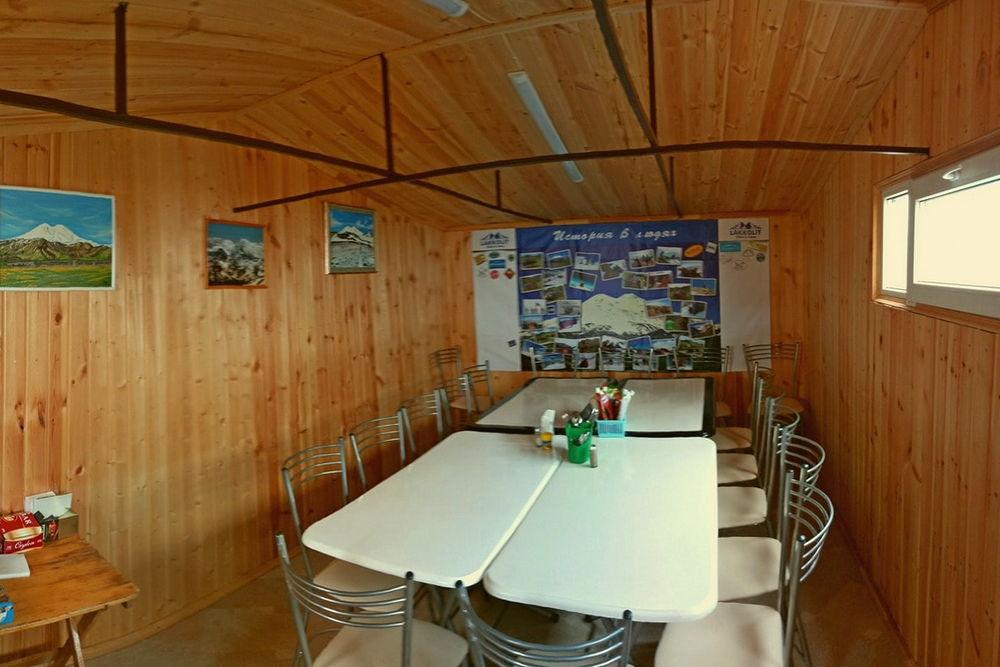 столовая лагеря Лакколит