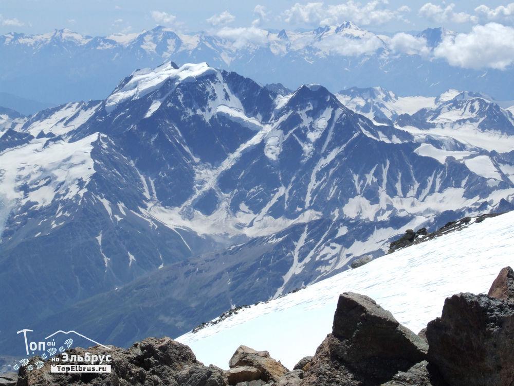 Донгузорун с восточной вершины Эльбруса
