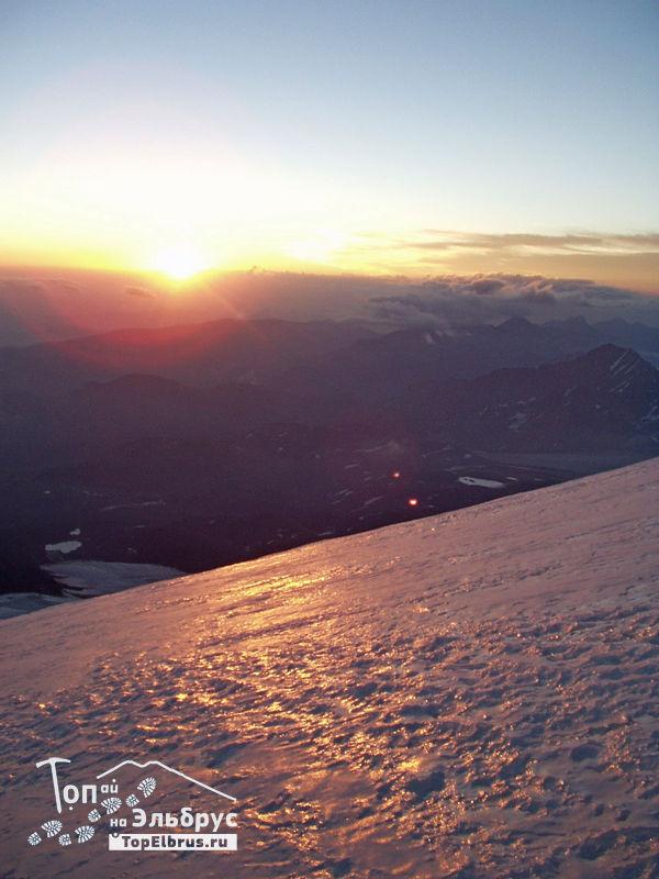 Рассвет на северном склоне Эльбруса