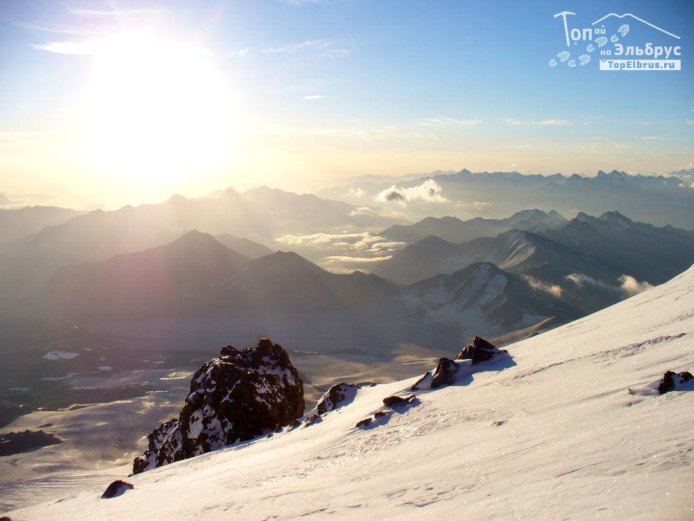 Эльбрус - рассвет на высоте 5000 м