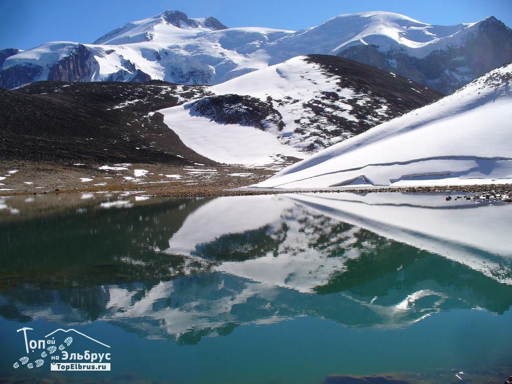 Отражение Эльбруса в озере