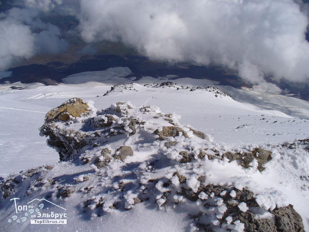 Вид с вершины Эльбруса вниз